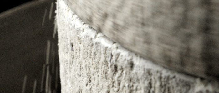 業務用そば粉の石臼挽き製粉