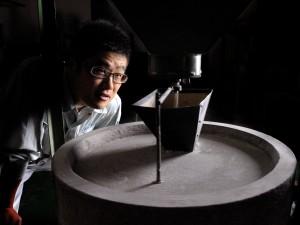 昔ながらの石臼挽き製粉