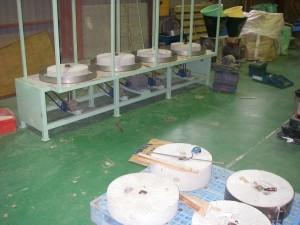 自社独自の石臼製粉機の製作と再生加工及び目立て