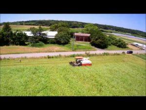 夏そばの収穫作業中を上空よりドローン撮影
