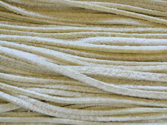 福井県産丸岡在来早刈りそば粉で打った蕎麦のアップ